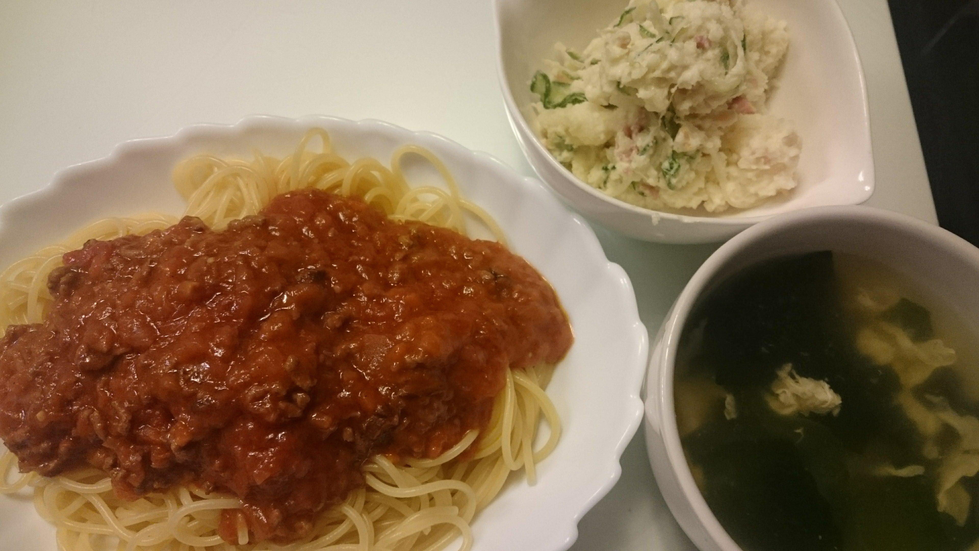 ミートソーススパゲッティ+ポテトサラダ