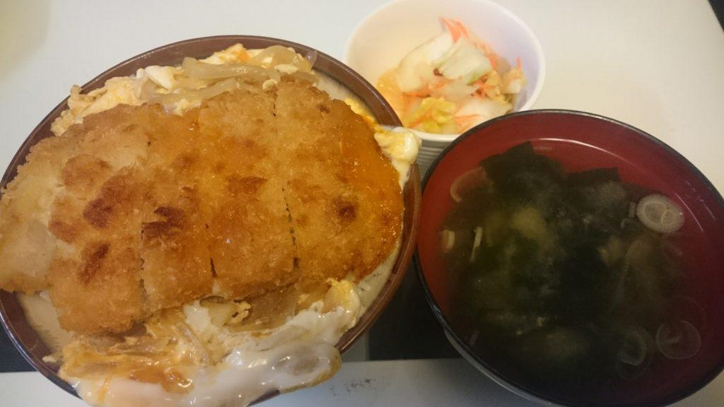 カツとじ丼+白菜の浅漬け