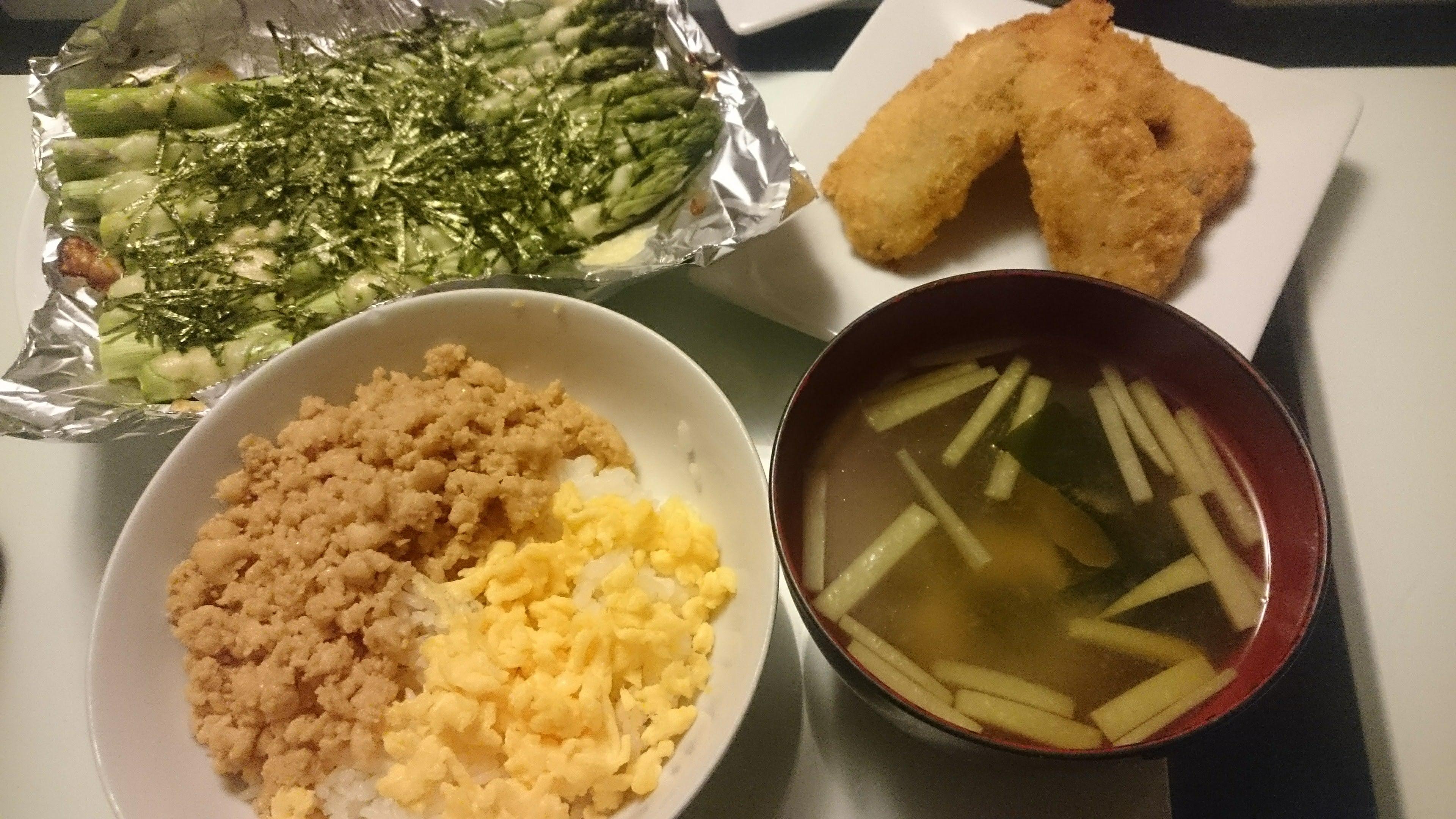 二色丼+アジフライ+アスパラガスのチーズ焼き