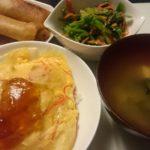 かにかま丼+五目春巻き+ほうれん草と人参の鶏そぼろ和え
