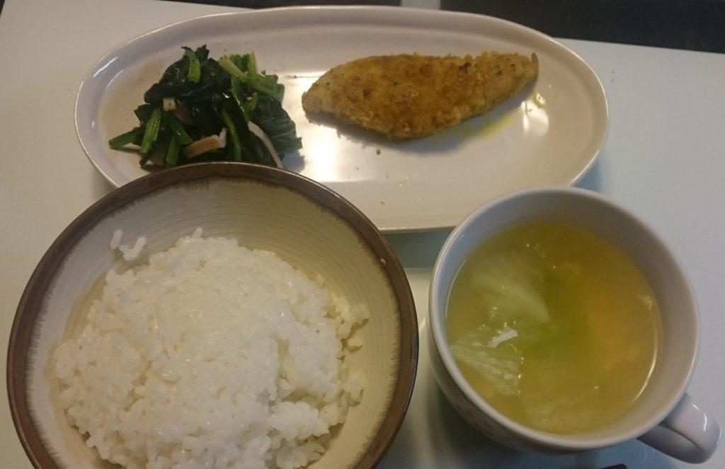 白身魚のカレー風味+ほうれん草とコーンのバター醤油炒め