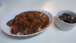 チキンカレー+キャベツとひじきの塩サラダ