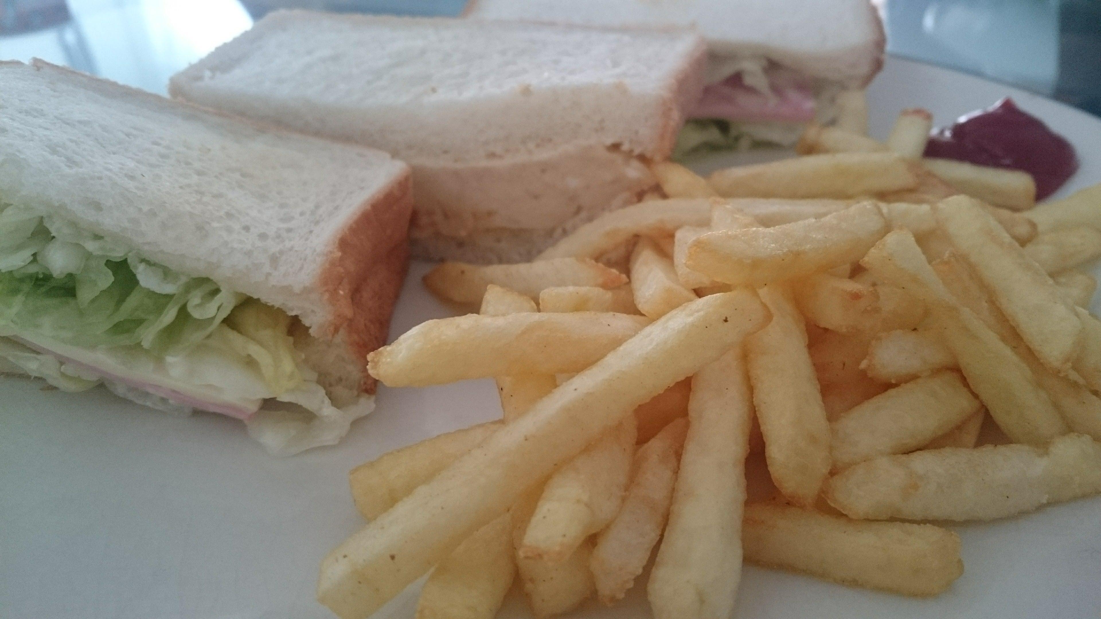 サンドウィッチ+フライドポテト