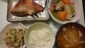 赤魚の粕漬け+大根と人参の煮物+もやしときゅうりの甘酢和え