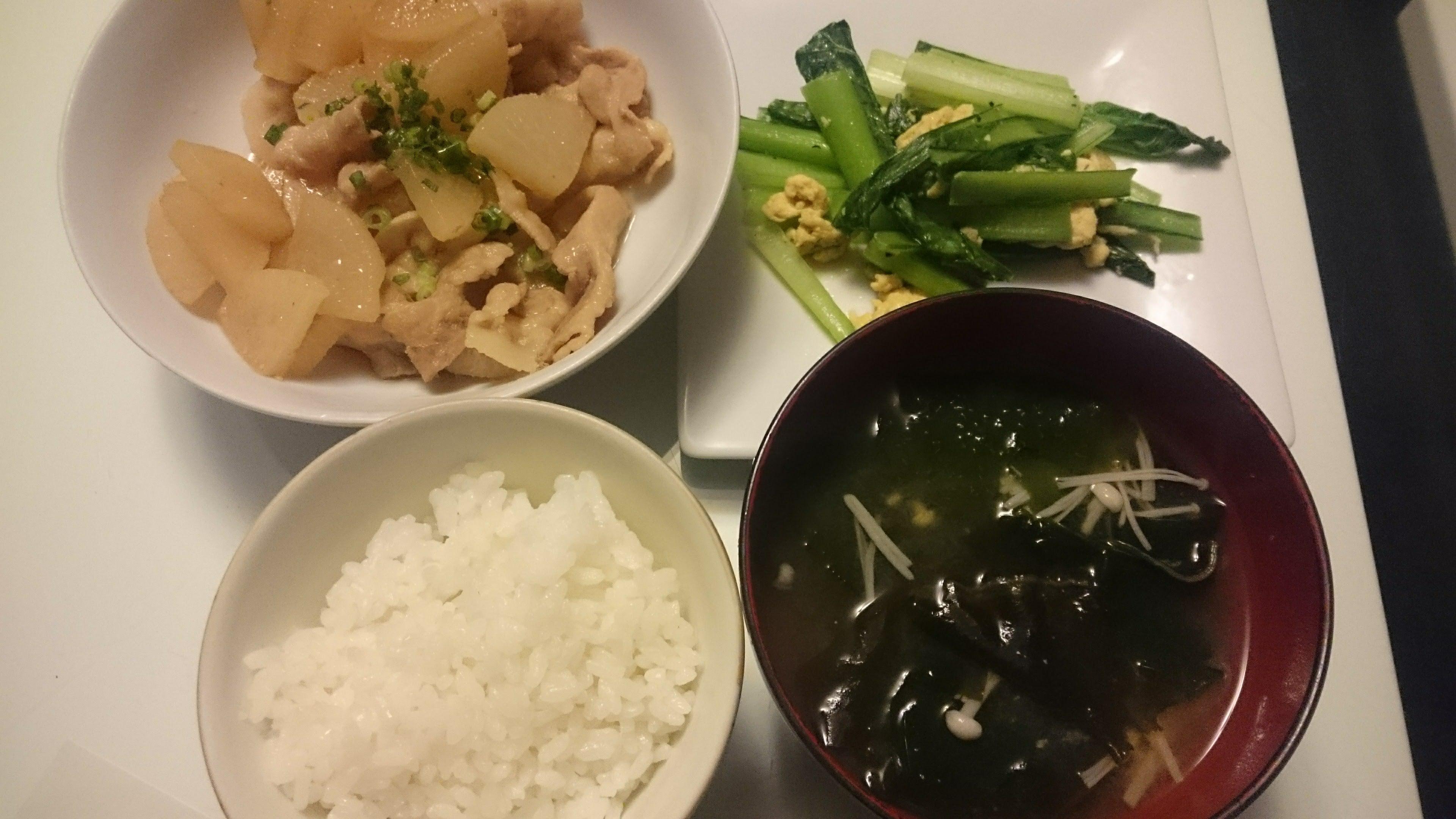 大根と豚バラ肉の炒め煮+小松菜と卵の炒めもの