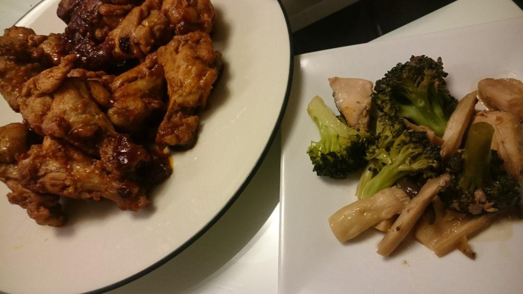 手羽元のケチャップ煮+ブロッコリーと鮭の炒めもの