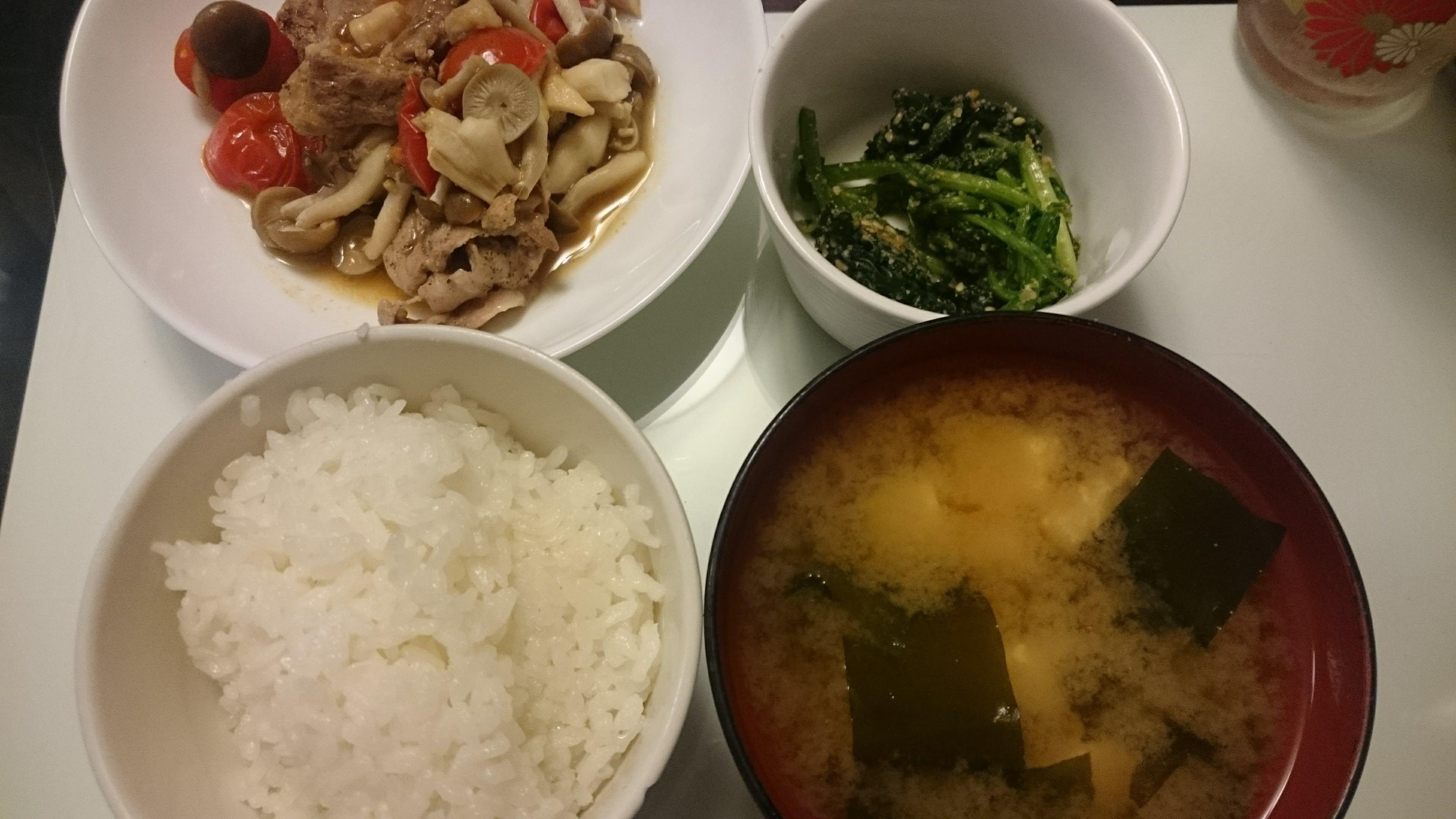 豚肉のトマト生姜焼き+ほうれん草の胡麻和え