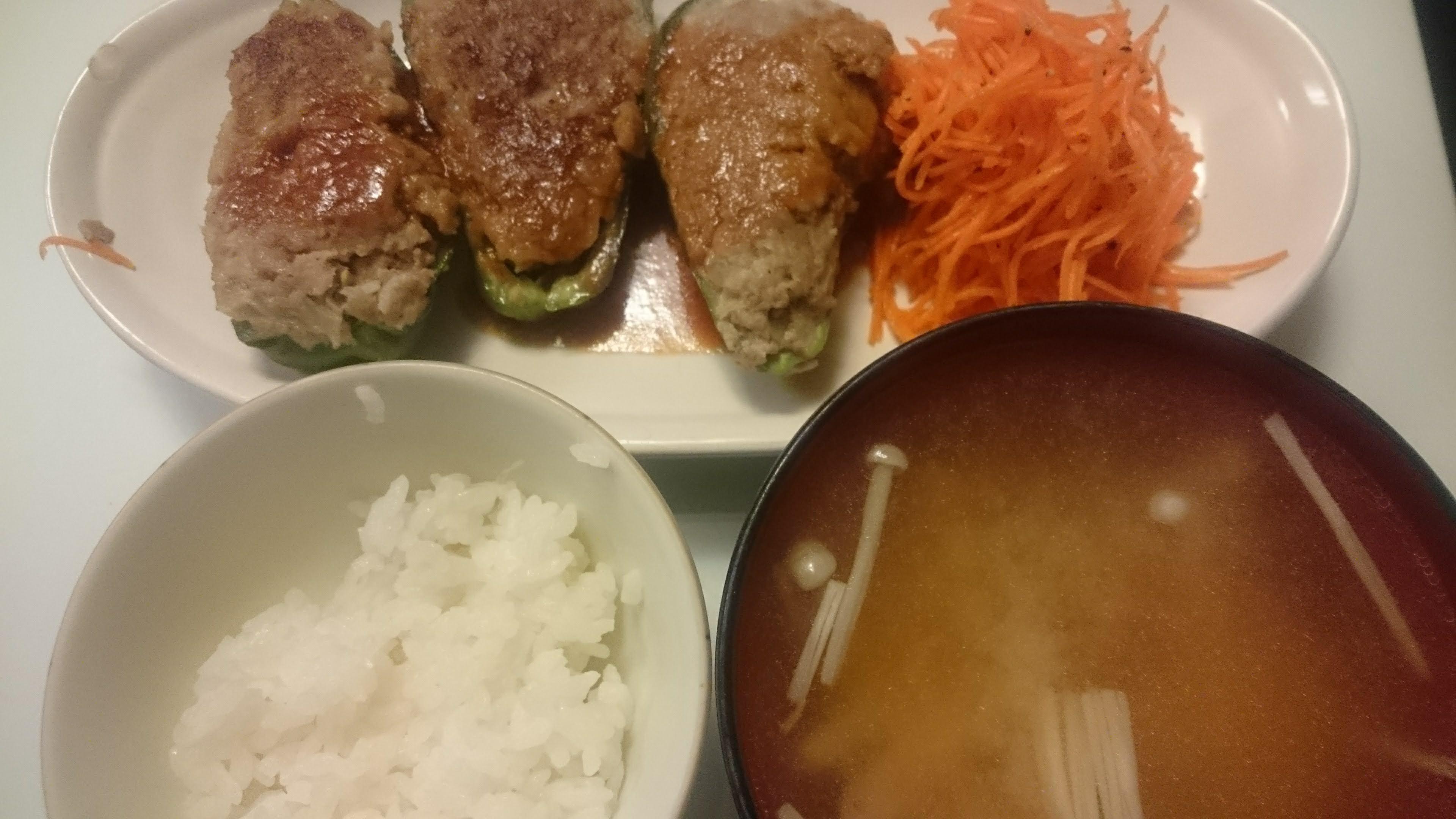 ピーマンの肉詰め+キャロットラペ