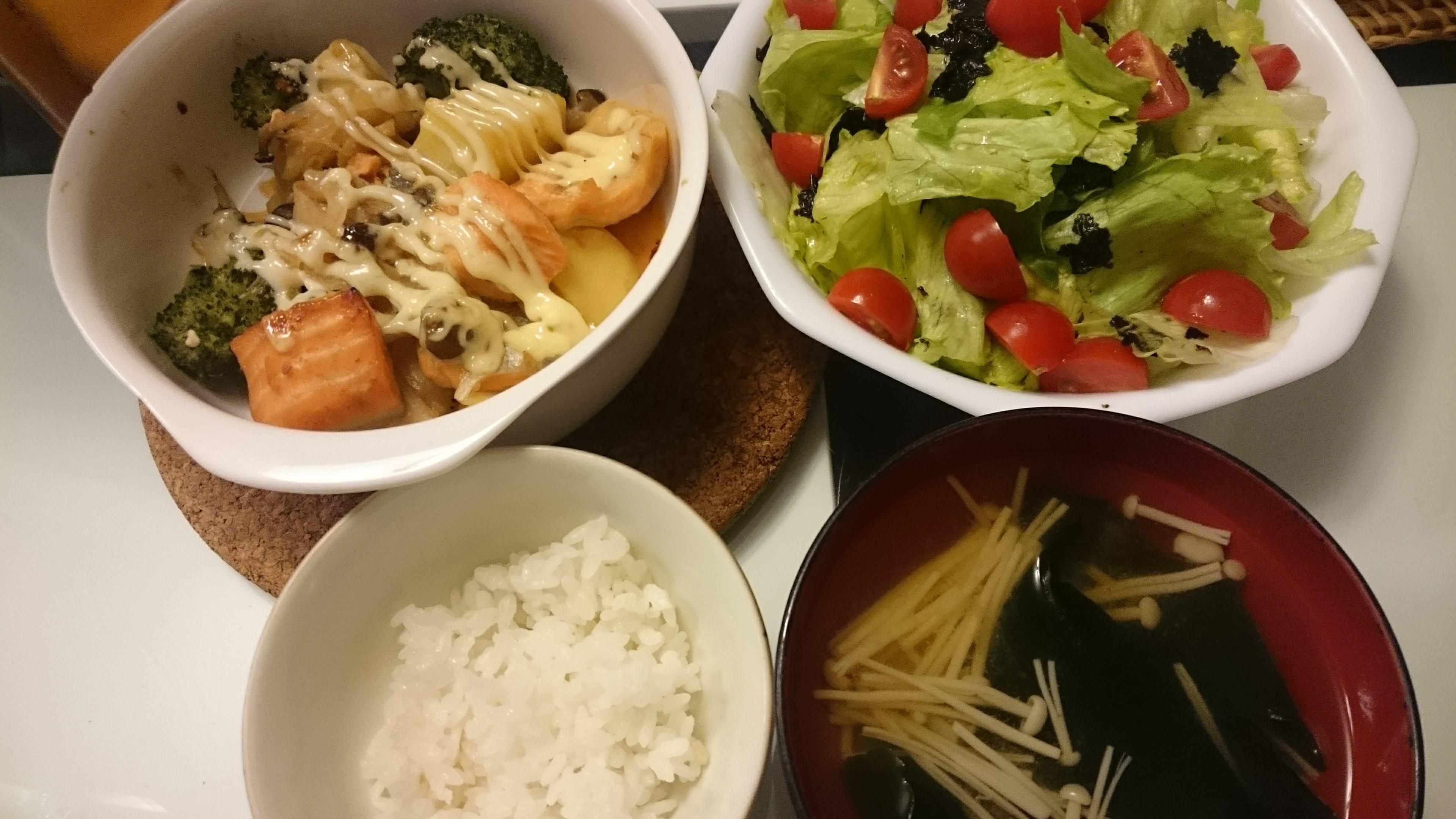 鮭とじゃがいものマヨ焼き+サラダ