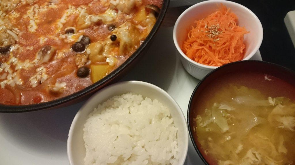 鶏肉とじゃがいものトマト煮+キャロットラペ