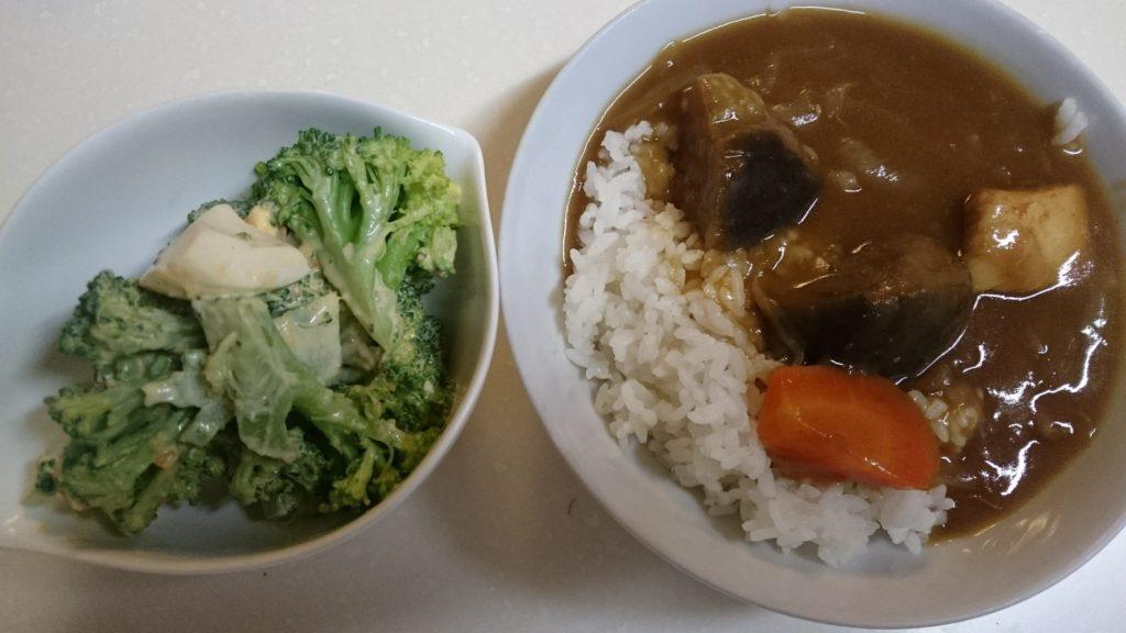 夏野菜チキンカレー+ブロッコリーのオイマヨサラダ