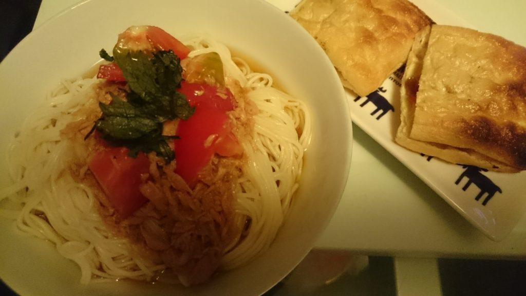 トマトとツナのそうめん+納豆とキムチのチーズ挟み焼き