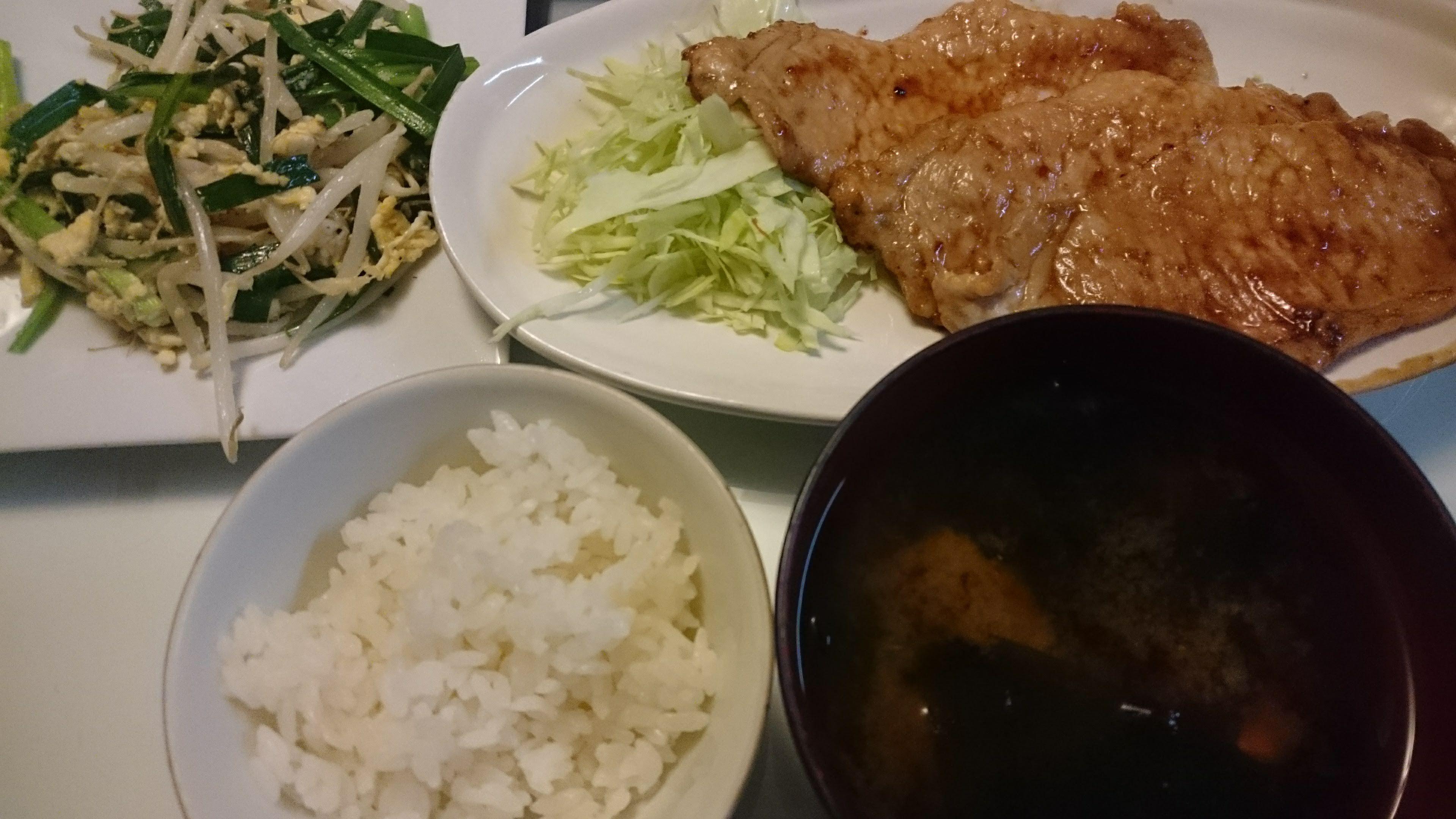 豚の生姜焼き+ニラ玉もやし