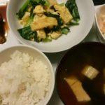 鯖の味噌煮+コールスローサラダ+小松菜と油揚げの塩炒め