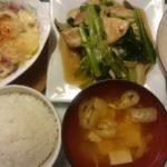 ジャガイモとベーコンのグラタン+メカジキと小松菜の炒めもの