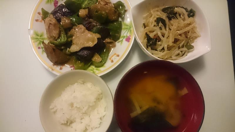 【4人分556円/調理時間15分】豚バラとなすピーマンの味噌炒め+もやしのナムル