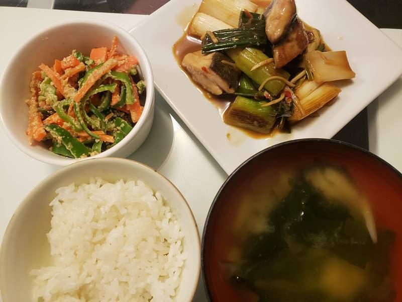 ブリとネギの豆板醤炒め+人参とピーマンの胡麻味噌和え
