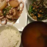 いかとじゃがいものバター醤油炒め+小松菜の納豆和え