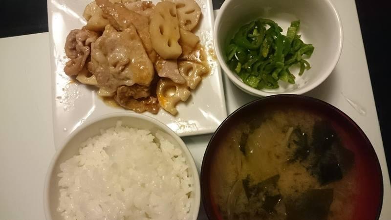 レンコンと豚肉の甘酢炒め+ピーマンのカレー炒め