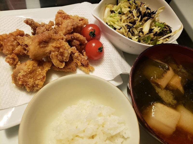 鶏のから揚げ+キャベツとひじきのサラダ