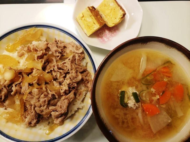 豚丼+いわしのつみれ汁+卵焼き