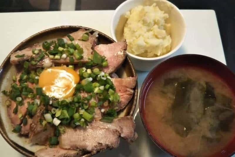 ローストポーク丼+マッシュポテト