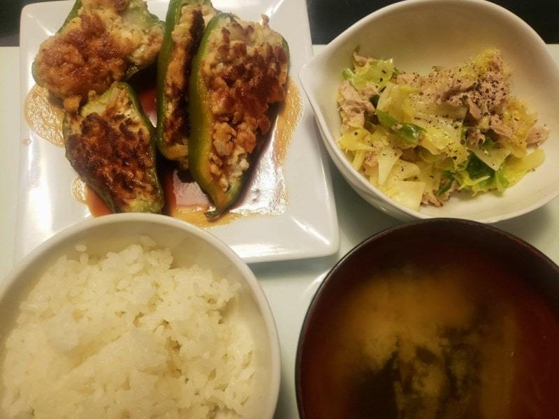 ピーマンの肉詰め+キャベツとツナのサラダ
