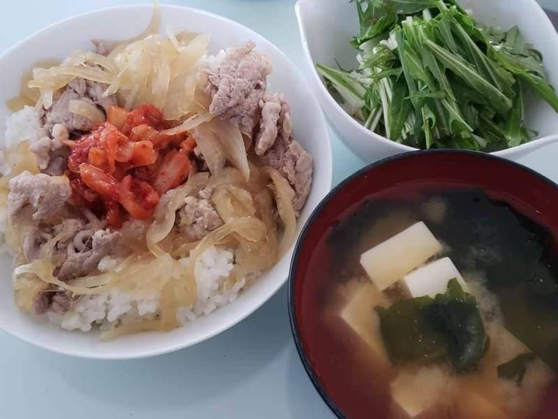 豚丼+水菜のサラダ