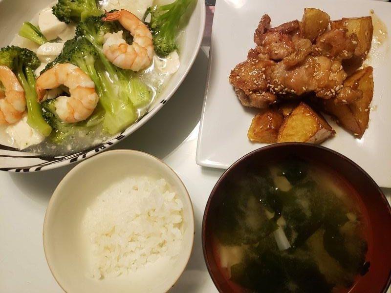 えびとブロッコリーのうま塩豆腐+鶏もも肉とじゃがいもの甘辛