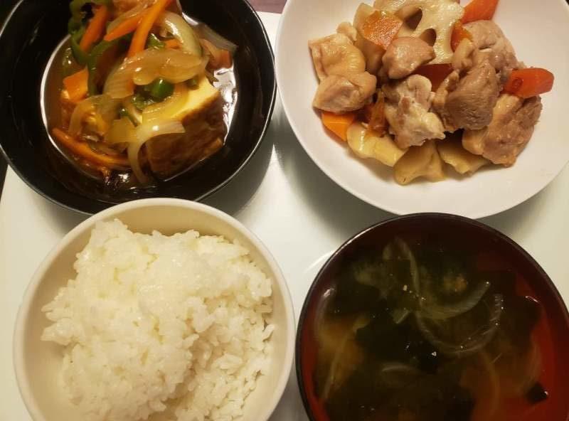【4人分1,201円/35分】鶏もも肉とレンコンの煮物+厚揚げの酢豚風