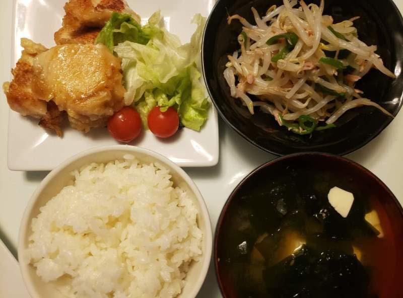 【4人分504円/20分】鶏ムネ肉のガーリック醤油焼き+もやしとピーマンのツナサラダ