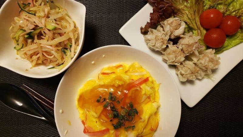 【4人分474円】カニカマ天津飯+焼売+もやしときゅうりの中華サラダの同時調理献立レシピ