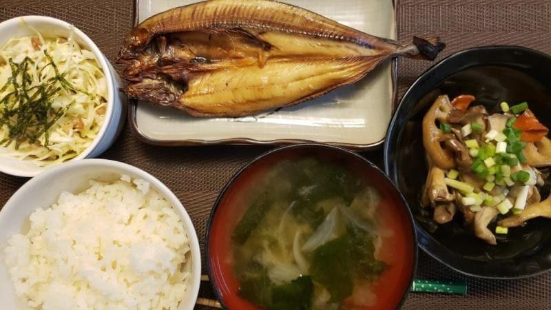 ホッケの開き+れんこんと舞茸のオイマヨ炒め+キャベツと納豆のサラダ