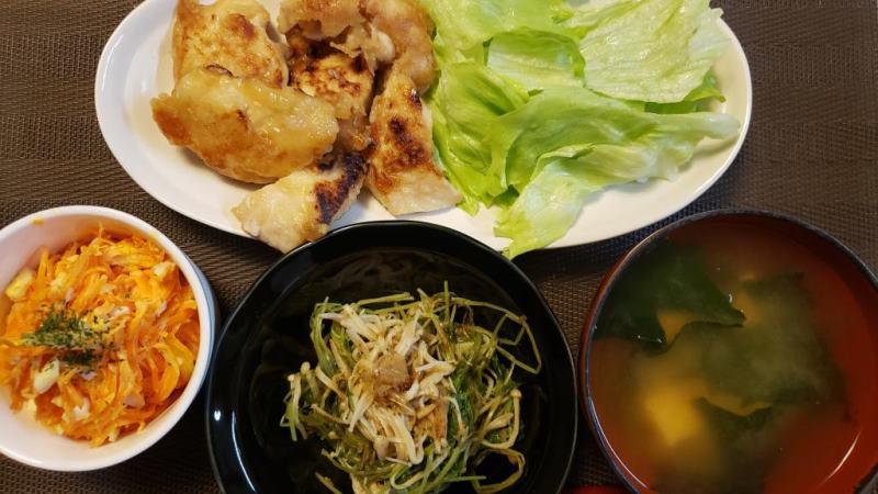 【4人分410円/30分】ガーリック醤油チキン+豆苗とえのきの柚子こしょうポン酢+人参とゆで卵のサラダ