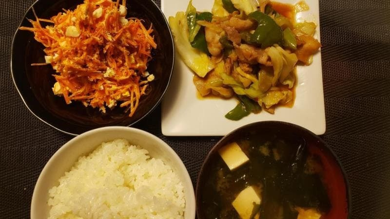 【4人分699円/30分】回鍋肉+人参と卵のツナサラダ